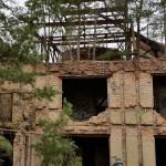 Hier ist gut zu erkennen, dass die Häuser Stahlskelette besitzen. Die Backsteine sind nur Dekoration.