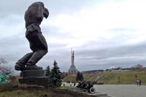 Kiew - WWII-Memorial; Blick nach Fund des Tradis in Richtung Virtual...